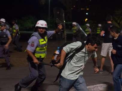 O repórter do Terra Vagner Magalhães levou um golpe de cassetete de um policial militar enquanto cobria o protesto. O jornalista foi agredido no braço Foto: Amauri Nehn / Brazil Photo Press