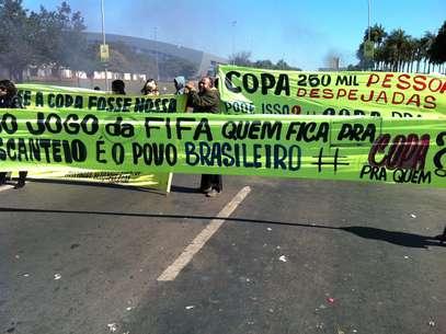 Manifestantes protestam em Brasília na véspera do início da Copa das Confederações Foto: Ricardo Matsukawa / Terra