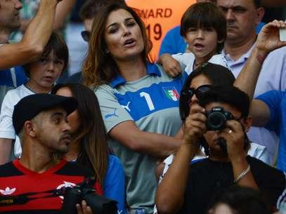 Modelo checaAlena Seredova, mulher do goleiro Gianluigi Buffon, levou filhos do casal ao Estádio do Maracanã Foto: Daniel Ramalho / Terra