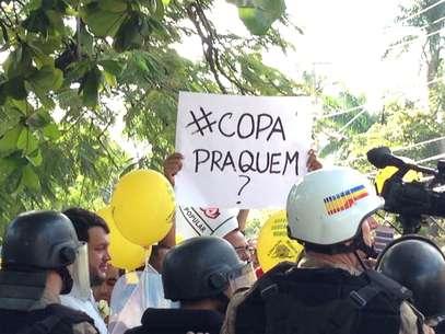 Duas pessoas caem de viaduto durante protesto em Belo Horizonte