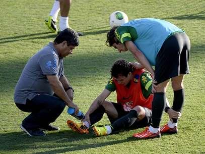 Bernard levou a pior em dividida no treino da Seleção Foto: Ricardo Matsukawa / Terra