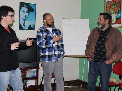 Na imagem, Tales Furtado Mistura (à esq.), Sérgio Barbosa (centro) e Leandro Feitosa Andrade (dir.) Foto: Thaís Sabino / Terra