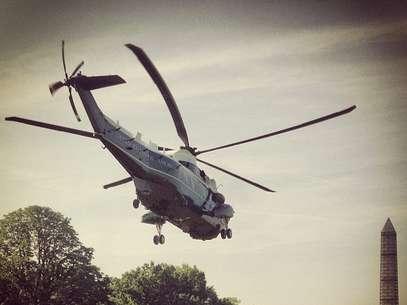 Primeira foto postada no serviço mostra o helicóptero da Presidência deixando a Casa Branca Foto: Reprodução