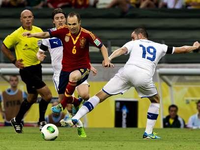 Iniesta foi o principal criador de jogadas da partida Foto: Bruno Santos / Terra