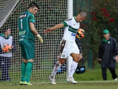 Alex foi o destaque do Coritiba no amistoso Foto: Heuler Andrey/Agif / Gazeta Press