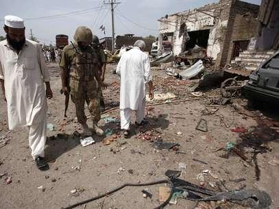 Peshawar: não se sabe se os explosivos foram detonados à distância ou por um suicida Foto: Reuters