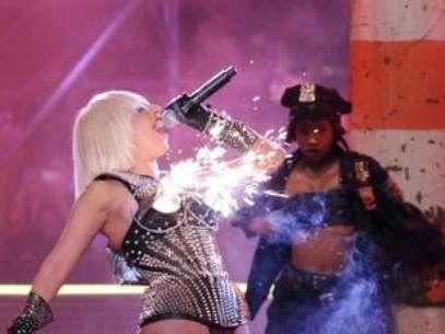 Gaga causou furor na premiação Much Music Awards de 2009 ao usar um sutiã de cone de fogos de artifício Foto: Getty Images