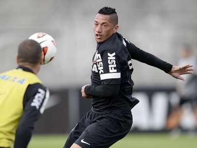 Após Paulinho, Ralf também poderia deixar o Corinthians Foto: Ricardo Matsukawa / Terra