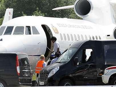 O presidente boliviano, Evo Morales, embarca em seu avião após finalmente ser liberado para deixar a Áustria Foto: AP