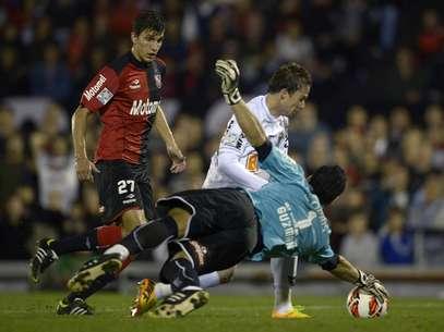 Gusmán evitou gol de Bernard no primeiro tempo com grande defesa Foto: AFP