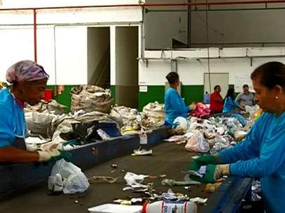 Em nenhuma das cidades-sede, mais de 10% do lixo recolhido diariamente é reciclado via coleta seletiva Foto: BBCBrasil.com