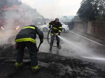 Na rodovia Anhanguera houve bloqueios da pista por manifestantes Foto: Marcos Bezerra / Futura Press