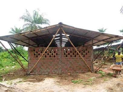Imagem mostra um dos quatro módulos da escola pronto Foto: Escola de Bambu / Divulgação