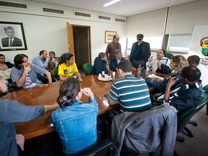 Manifestantes e vereadores se reuniram novamente neste sábado para discutir desocupação da Câmara de Vereadores de Porto Alegre (RS)  Foto: Ederson Nunes/Câmara de Vereadores / Divulgação