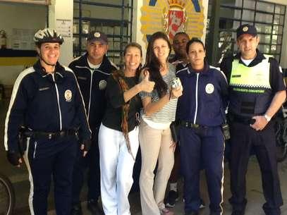 Os guardas José Hélio da Silva e Cristiane Batista Milano faziam rondas quando foram abordados pela mulher na alameda principal do parque Foto: Divulgação