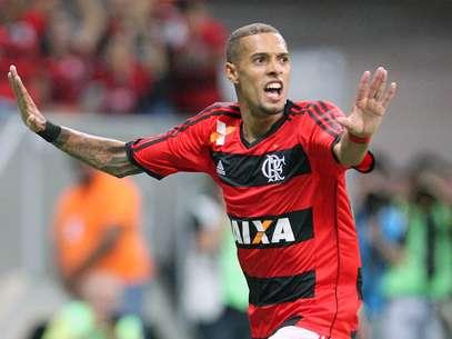 Paulinho abriu o placar para o Flamengo no primeiro tempo em Brasília Foto: Francisco Stuckert / Agência Lance