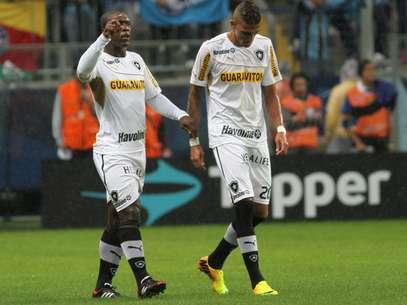 Lateral se machucou em derrota por 2 a 1 para o Grêmio Foto: Luciano Leon / Futura Press
