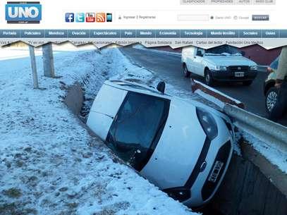 Acúmulo de neve nas estradas causou acidentes Foto: Reprodução