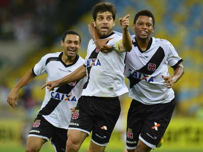 Após fazer o gol,Juninho apontou para o setor em que estava a torcida do Fluminense no Maracanã Foto: Daniel Ramalho / Terra