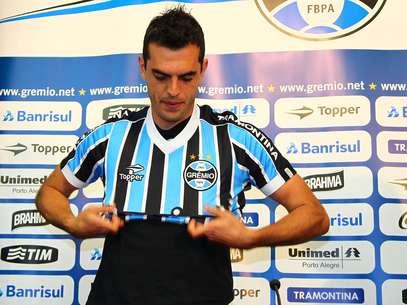 Zagueiro chega por empréstimo de um ano ao clube tricolor Foto: Lucas Uebel/Grêmio / Divulgação