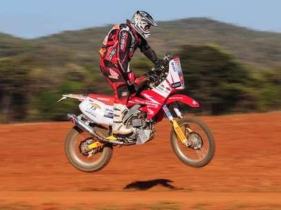 Nielsen Ribeiro se envolveu em acidente e abandonou com uma suspeita de fratura no pulso direito Foto: Dfotos / Vipcomm