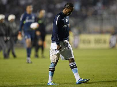 Apesar de albsolvição, meia não enfrentará Inter por causa de lesão Foto: Ricardo Matsukawa / Terra