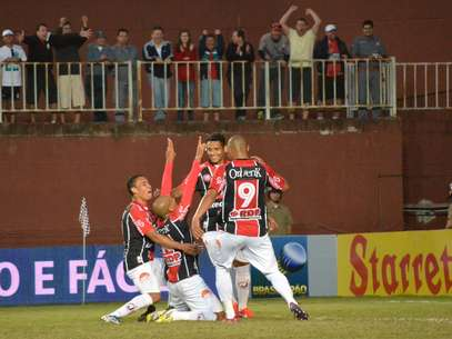 Lima foi o grande destaque em vitória do Joinville sobre o Figueirense Foto: Leandro Ferreira / Futura Press