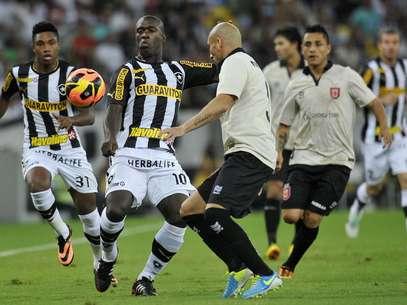 Guiñazu se machucou em jogo contra o Botafogo Foto: Dhavid Normando / Futura Press