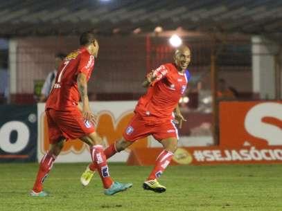 Renato Peixe fez o primeiro dos gols do Guaratinguetá Foto: Jefferson Martins / Futura Press
