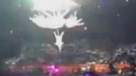 Veja momento que estrutura de circo cai e fere artistas
