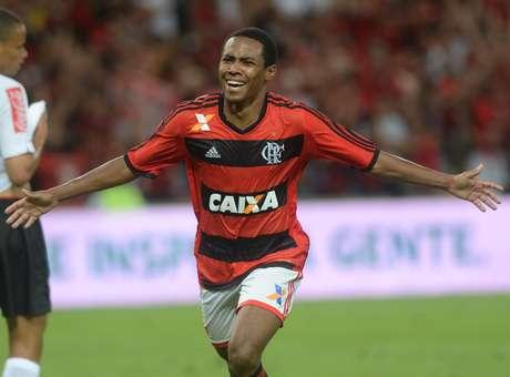 Elias foi campeão da Copa do Brasil com o Flamengo em 2013 Foto: Mauro Pimentel / Terra