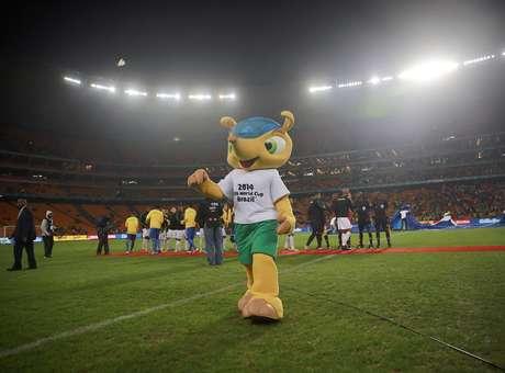 Mascote da Copa do Mundo de 2014, tatu Fuleco é vítima de confusão na Alemanha Foto: Jefferson Bernardes / Vipcomm