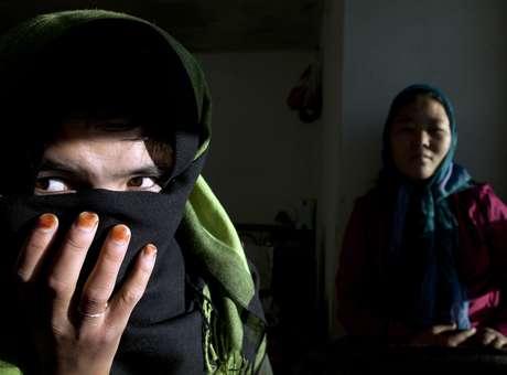 A violência contra mulheres é uma construção social e resultado da desigualdade de força nas relações de poder entre homens e mulheres e reproduzida pela sociedade (Foto: Getty Images)