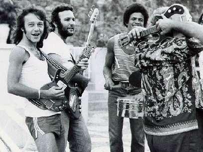 Família Macêdo, de Armandinho (à esq.), foi a responsável pela invenção da guitarra baiana Foto: Família Macêdo/Acervo / Reprodução