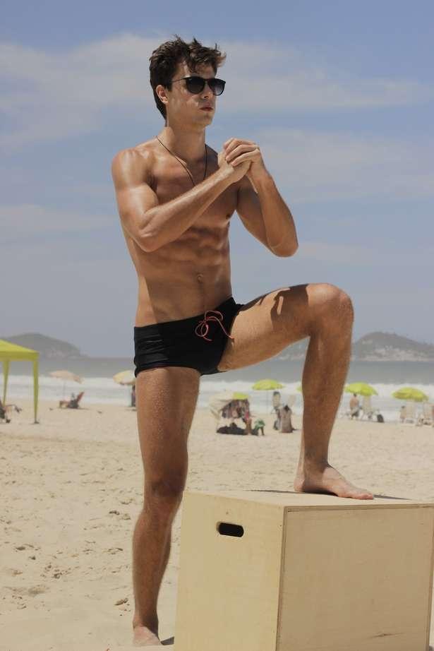 Paulo exercita cada um dos grupos musculares (Paulo Sérgio/Spot)