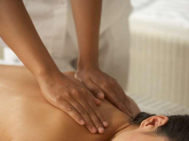 A massagem relaxa os músculos tensos, reduz a dor e melhora a circulação, detalhes que podem fazer maravilhas para a mente Foto:  / Getty Images