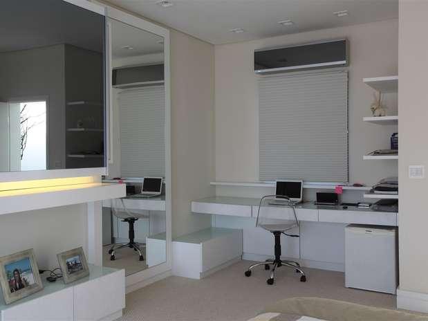 Criatividade é saída para organizar home office sem espaço