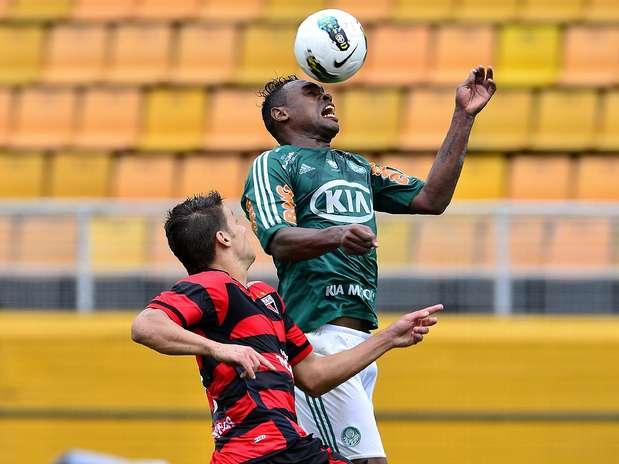 Obina defendeu o Palmeiras no final de 2012 Foto: Fernando Borges / Terra