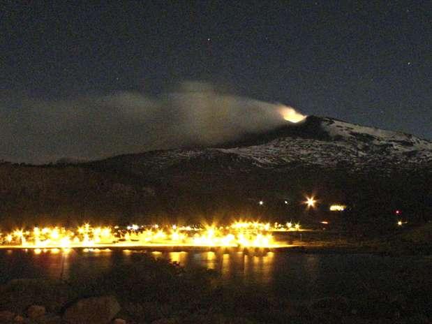 Chile decreta alerta vermelho e começa evacuação perto do vulcão Copahue!