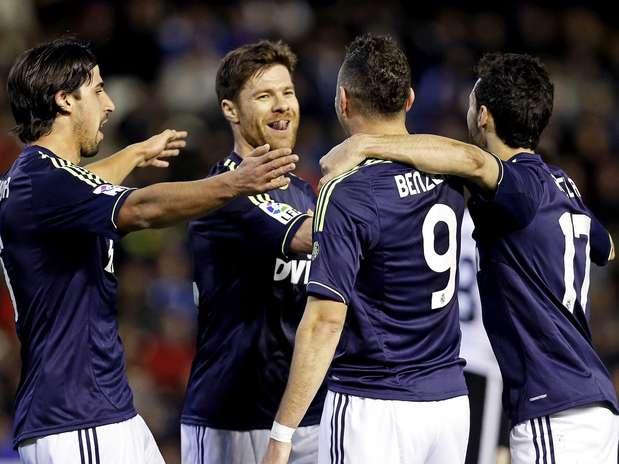 Sem Kaká, Real empatou por 1 a 1 fora de casa, mas avançou graças à vitória por 2 a 0 no jogo de ida Foto:  / EFE