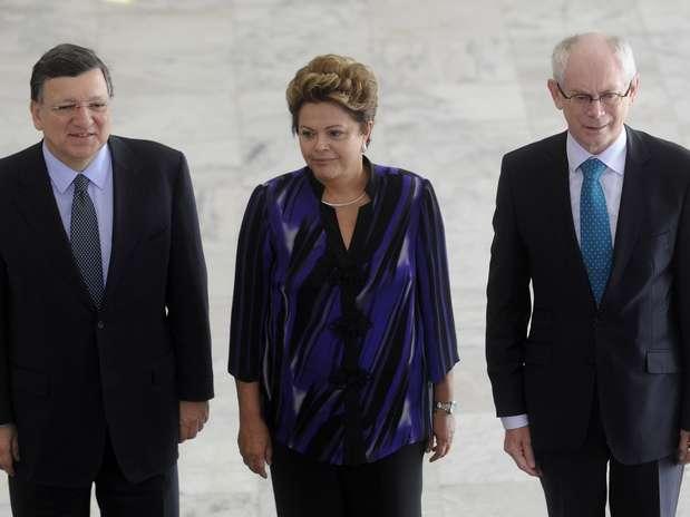 O presidente da Comissão Europeia, José Manuel Durão Barroso (esq.), a presidenta Dilma Rousseff e o presidente do Conselho Europeu, Herman Van Rompuy Foto: Wilson Dias / Agência Brasil
