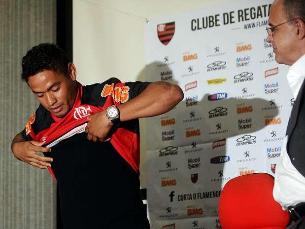 Carlos Eduardo foi revelado pelo Grêmio, assim como Ronaldinho Foto: Mauro Pimentel / Terra
