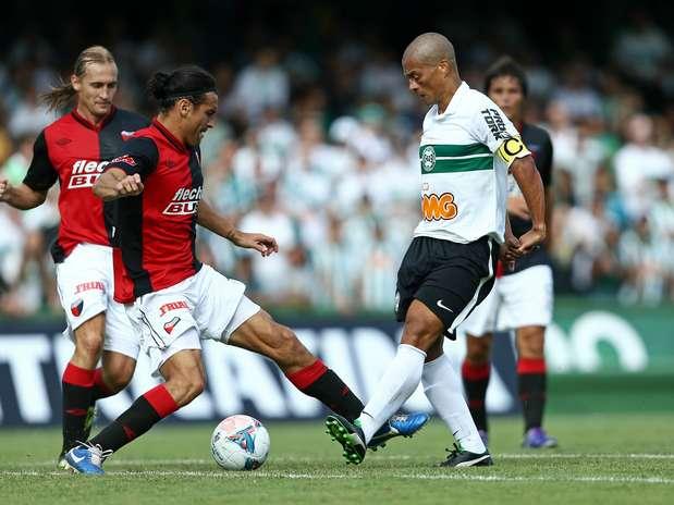 Colón dificultou para o Coritiba na estreia de Alex Foto: Heuler Andrey/Agif / Gazeta Press