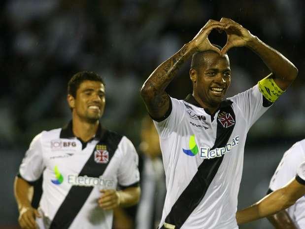 Desejado por vários clubes, Dedé teve a permanência no Vasco confirmada na sexta-feira Foto: Paulo Sérgio / Agência Lance