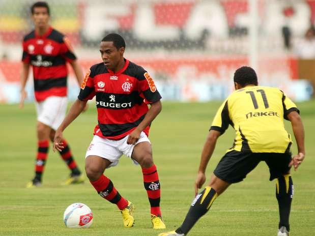 Flamengo contou com a estreia do voltante Elias e conseguiu superar o Volta Redonda no fim do jogo Foto: Mauricio Val / Vipcomm / Divulgação