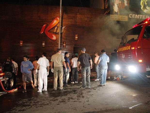 Um incêndio de grandes proporções em uma casa noturna ocorreu na madrugada deste domingo em Santa Maria (RS) Foto: Deivid Dutra / Agência Freelancer