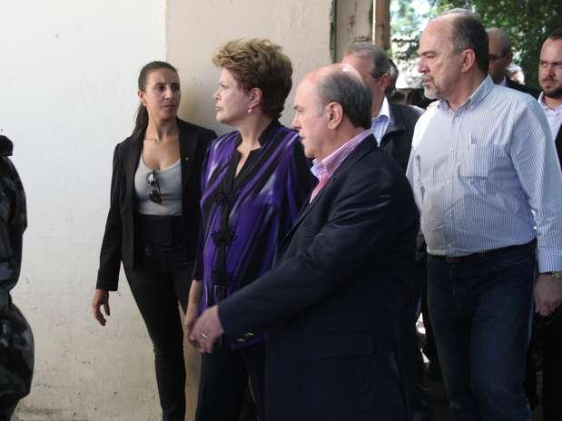 Dilma Rousseff esteve em Santa Maria na tarde deste domingo para conversar com autoridades e famílias das vítimas Foto: Brigada Militar / Divulgação