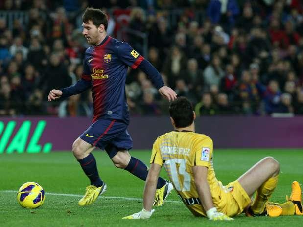 Messi marcou 4 gols em mais uma noite brilhante e chegou aos 32 no Espanhol Foto:  / AFP