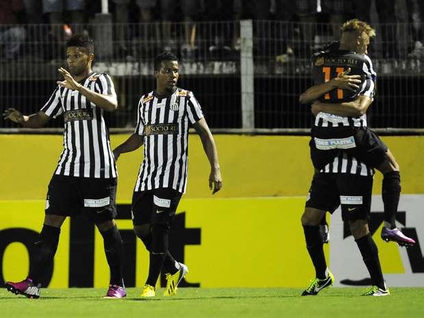 Neymar comemorou nos acréscimos um gol de pênalti que decretou o 2 a 2 no placar Foto: Helio Suenaga / Gazeta Press