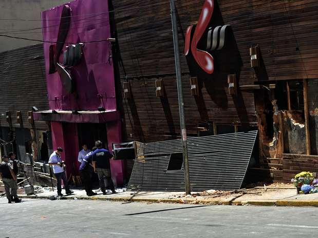 Imagem desta segunda-feira (28) da fachada da boate Kiss mostra a destruição deixada por incêndio que matou 231 pessoas em Santa Maria, Rio Grande do Sul, na madrugada de domingo (27) Foto: Fernando Borges / Terra